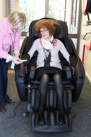 Small caritas massage chair 1